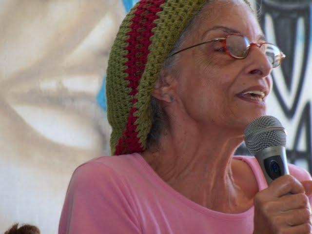 Tia Dora Apresentando o Projeto CHAMA na Rádio Manguezal na Comunidade Pantanal em Sergipe.