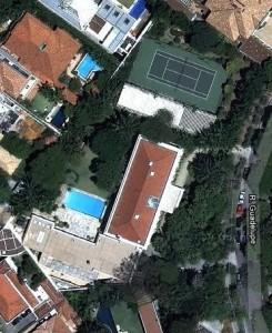 A mansão do especulador Naji Nahas: falência institucional em nome da elite.