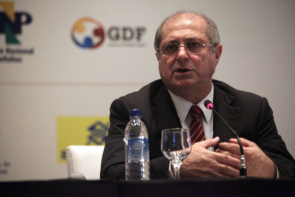 Ministro do Ministério das Comunicações Paulo Bernardo no Encontro de Prefeitos e Prefeitas dia 28 de janeiro de 2013.
