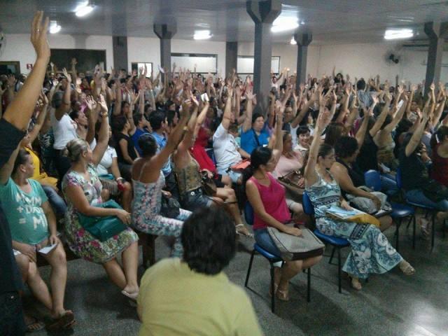 Professores e professoras em Assembléia geral definem pela greve por tempo indeterminado.