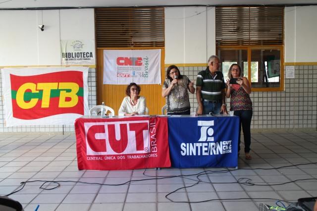 SINTE assumindo compromisso na frente da Assembléia Geral a favor da convocação dos professores e professoras do concurso da SEEC 2011